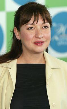 Elizabeth Peña Dead at 55: Actress Worked on Modern Family, The Incredibles, La Bamba and More Eizabeth Pena, Elizabeth Peña