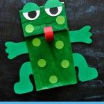 Preschoolers will have so much fun making and playing with this cute paper bag frog puppet. Grab our free template to make this cute paper bag frog craft. Paper Bag Crafts, Diy Paper, Paper Bags, Letter F Craft, Frog Puppet, Frog Activities, Paper Bag Puppets, Puppets For Kids, Frog Theme