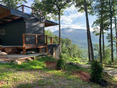 Appalachian Container Cabin built from shipping containers in the Smoky Mountains - USA - Living in a Container Prefab Cabins, Tiny Cabins, Cabins And Cottages, Prefab Homes, Tiny Homes, Modular Homes, Container Cabin, Container House Design, Cargo Container