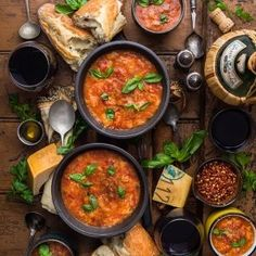 This warming Winter Pappa al Pomodoro is exactly the recipe for a bone-chilling night Indian Food Recipes, Italian Recipes, Ethnic Recipes, Italian Soup, Tomato Bread, Tomato Soup Recipes, Vegetarian Soup, Vegetarian Meatloaf, Vegetarian Dinners
