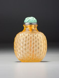 A golden-yellow glass 'basket-weave' snuff bottle 1750-1840