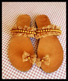 Handmade leather sandals with beige lace and by Ilgattohandmade, €38.00