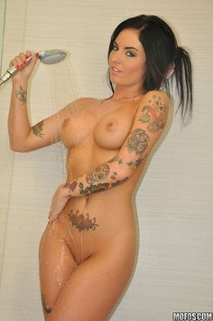 Tattoos - Piercings - Curves