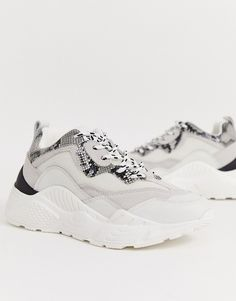 Shop the latest Steve Madden Antonia super chunky sneakers in white and snake trends with ASOS! Chunky Sneakers, White Sneakers, Sneakers Nike, Latest Fashion Clothes, Latest Fashion Trends, Fila Outfit, Steve Madden Sneakers, Latest Sneakers, Nike Huarache