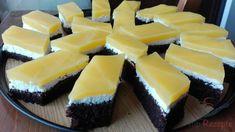 Es ist ein simpler Kuchen, der einfach jedem schmeckt. Er ist angenehm süß und dabei kommt gar kein Zusatzzucker in die Quarkcreme oder in den fruchtigen Guss. Der Guss wird nämlich mit der Orangenlimonade Fanta gemacht, und da ist schon so viel Zucker drinnen, dass man zusätzlich nichts zu süßen braucht. Manche machen den Guss eher mit Orangensaft. Mit Fanta oder ähnlichen Limos ist der Kuchen meiner Meinung nach jedoch viel leckerer, probiert es selbst.
