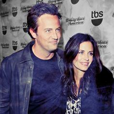 The best couple at least as a 'Monica and Chandler' Friends Series, Friends Tv Show, Friends In Love, Friends Season 7, Jennifer Aniston Friends, O Film, Best Sitcoms Ever, Monica And Chandler, Matthew Perry