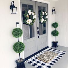 If you are looking for Living Room Decor Ideas, You come to the right place. Below are the Living Room Decor Ideas. This post about Living Room Decor Ideas was p. Front Entrances, Front Door Decor, Front Porch Decorations, Fromt Porch Ideas, Front Door Porch, Fromt Porch Decor, Front Porch Plants, Front Door Rugs, Porch Doors