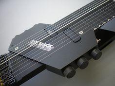 本体を包み込む R-Block ピックアップ付き 10弦 Railboard、黒色
