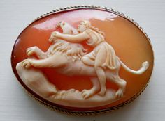 VICTORIAN HERCULES FIGHTING THE NEMEAN LION SHELL CAMEO BROOCH 9CT GOLD #Unbranded