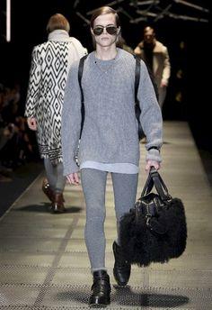 Versace • MMU FW 2015/2016 • Camera Nazionale della Moda Italiana Donatella Versace, Mens Fall, Fall Winter 2015, Fashion Show, Menswear, Couture, Sweaters, How To Wear, Sweater