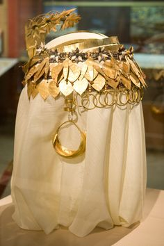 Here is the headdress of Puabi, an important noblewoman in the city of Ur, during the Ur's First Dynasty (ca. 2600 BC).