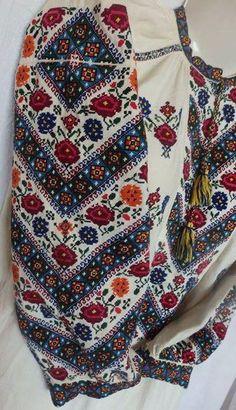 Polish Embroidery, Hungarian Embroidery, Folk Embroidery, Learn Embroidery, Embroidery Fashion, Embroidery Patterns, Traditional Fashion, Traditional Outfits, Mode Boho
