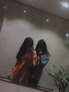 Mode Ulzzang, Ulzzang Korean Girl, Ulzzang Couple, Cool Girl Pictures, Friend Pictures, Girl Photos, Friend Poses Photography, Korean Best Friends, Girl Friendship