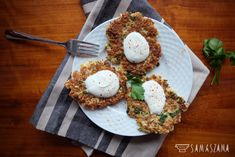 Cauliflower pancakes are a quick and simple alternative to potato pancakes. They can be used as a snack or as a stand-alone dish. They taste great with thick, sour cream and parsley.