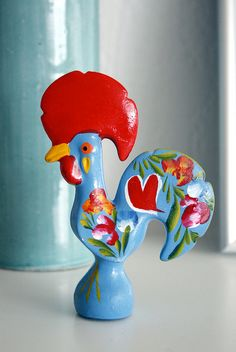 I've never seen one of these Portuguese Galos in this colour before. I want one for my kitchen. for good luck! Rooster Logo, Ceramic Rooster, Rooster Art, Chicken Painting, Chicken Art, Chicken Logo, Portugal, Art Decor, Souvenir