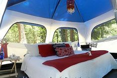 GLAMPING = Glamorous Camping @ Lake Arrowhead, California - June 2012 :: Hometalk See camping can be luxurious Camping Glamping, Camping Life, Camping Hacks, Glam Camping, Tent Camping Beds, Luxury Camping, Camping Lights, Cosy Camping, Camping Set Up