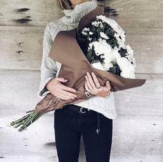 Un beau bouquet et un col roulé