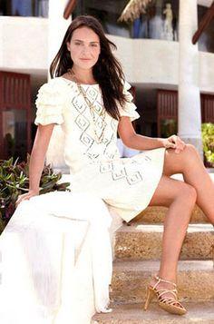 Ажурное платье с рюшами