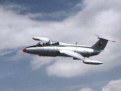 """Aero L-29R Delfín """"Maya"""""""