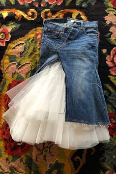 Learn from the off-run way, how to wear spring denim. (Shizue Hamano), Diy And Crafts, 【VOGUE】 Learn from the off-run way, spring denim dressing strategy. Denim Fashion, Look Fashion, Fashion Outfits, Womens Fashion, Fashion Design, Fashion Trends, Vetements Clothing, Tulle Skirt Dress, Diy Vetement