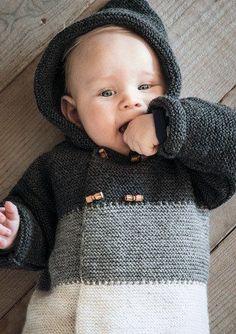 Gratis strikkeopskrift - Hættetrøje med striber