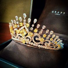 Graff's Yellow & White Multi-shaped Diamond Tiara (284 diamonds, 122.63cts). Alt pin w/o case in board.