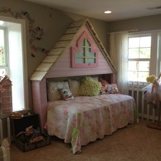Cute girls bedroom at Cincinnati Homearama. Photo by A. Miller