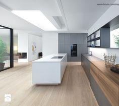 Aranżacje wnętrz - Kuchnia: Kuchnia - wnętrza - Duża otwarta kuchnia z wyspą, styl minimalistyczny - Blum. Przeglądaj, dodawaj i zapisuj najlepsze zdjęcia, pomysły i inspiracje designerskie. W bazie mamy już prawie milion fotografii!