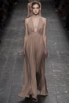 Valentino Fall 2016 Ready-to-Wear Fashion Show - Yulia Ratner