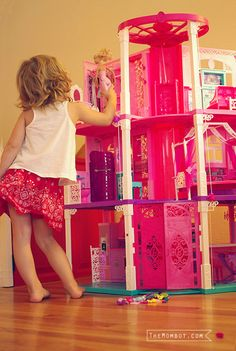 Barbie Dreamhouse review | TheMombot.com by @Amy Taylor (The Mombot)