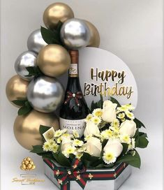 Diy Gift Baskets, Gift Hampers, Diy Birthday, Birthday Gifts, Flower Box Gift, Birthday Balloon Decorations, Balloon Arrangements, Balloon Gift, Creative Gift Wrapping