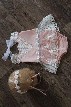 Vintage set – baby girl pants – tieback – baby girl – photo prop – newborn prop – newborn romper- photography Prop – newborn girl romper set This wonderful … Baby Girl Pants, Baby Girl Romper, Girls Pants, Baby Girl Dresses, Baby Girl Newborn, Baby Bikini, Foto Baby, Baby Girl Princess, Newborn Photo Props
