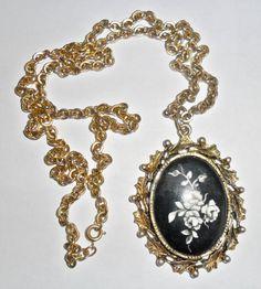 Beautiful big vintage goldtone black and white cameo style ceramic roses pendant necklace