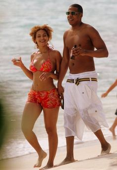 Beyoncé and Jay Z strolling on the beach