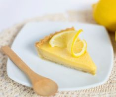With a twist of lemon and a kick of gin, this tart is one to try. How To Cook Ham, Sans Lactose, Gin And Tonic, Panna Cotta, Recipies, Food And Drink, Lemon, Cooking Recipes, Favorite Recipes