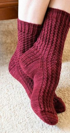 Chilly nights spent in front of a blazing wood fire with its crackled wood and twisted flames inspired these warm, cosy socks.Socks knitting pattern Araluen socks PDF by KnitsByJoDesigns - Knitting and hangingRavelry: Araluen Socks by Jo-Anne KlimAraluen Knitting Socks, Free Knitting, Knit Socks, Knitted Slippers, Knitting Machine, Vintage Knitting, Free Sewing, Cosy Socks, Knitting Patterns