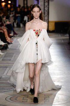 Giambattista Valli Spring Summer 2018 Couture Collection  Modenschau,  Schöne Kleider, Fasching, e5b1f0d72a