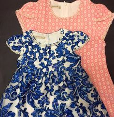 Ótima opção de vestidos para as festas de final de ano e estão na Black Friday!  Vestido rosa com pérolas 1+1 de R$ 247,00 por R$ 149,90  Vestido azul em tule bordado com pérolas 1+1 de R$ 256,00 por R$ 159,90