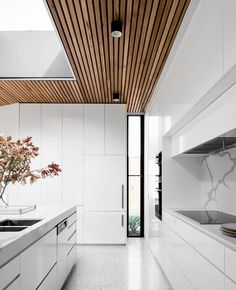 Reference: Courtyard House Templestowe Lower, designed by FIGR Architecture St Layout Design, Bg Design, Deco Design, House Design, Architecture Design, Amazing Architecture, Red Kitchen Accessories, Wooden Panelling, White Ceiling