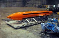 Gli Usa hanno sganciato la bomba Moab (la 'madre di tutte le bombe') sull'Afghanistan orientale per colpire l'Isis. E' la prima volta che...