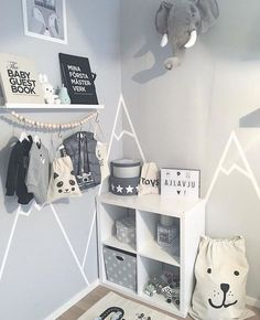 Lekkert barnerom De små oppbevarinsposene og plakaten Räven Roi finner du You can get a sizable living room with little corridor decoration ideas. Baby Room Boy, Baby Bedroom, Baby Room Decor, Nursery Room, Kids Bedroom, Nursery Ideas, Bedroom Wall, Girl Nursery, Baby Baby