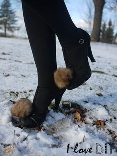 Create a #fur tassel with recycled fur and pump your high heels…