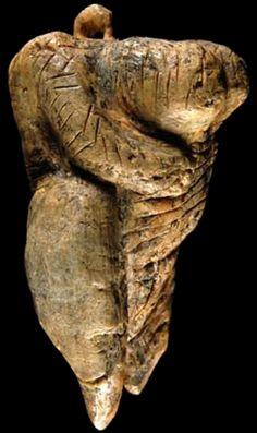 human figure from ain ghazal jordan ca 67506250 bce