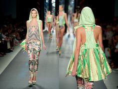 Descubre la Colección CUSTO BARCELONA Primavera-Verano 2012 con repaso inspiración e increíbles imágenes llenas de detalles, y apúntante a la TENDENCIA SPORTY CHIC.  http://www.modapreviewinternational.com/2011/09/custo-barcelona-coleccion-primavera-verano-2012-i-new-york-fashion-week/