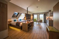 Küche, Wohnbereich, Schlafzimmer und dazu einen wunderschönen Blick über Goslar bietet unser Doppelzimmer Superior + Küche!