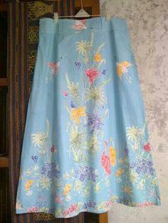 rok Blouse Batik, Batik Dress, Kebaya Muslim, Singapore Fashion, Dress Anak, Batik Kebaya, Sewing Magazines, Batik Fashion, Traditional Fabric