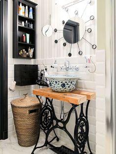 Собрала эту подборку столов, пока работала над проектом деревянного дома... Old Sewing Machines, Decoupage, Upcycle, Sweet Home, House Design, Diy Crafts, Mirror, Table, Inspiration