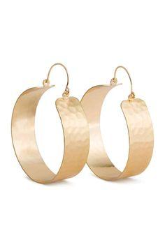 Wide creole earrings: Wide creole earrings in hammered metal. Diameter 5 cm.