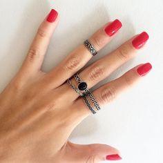 Conjunto de anéis muito fofos da Chá de Amora, aqui de BH mesmo mas entrega pra todo Brasil. Cute Jewelry, Boho Jewelry, Jewelery, Vintage Jewelry, Fashion Jewelry, Women's Fashion, Red Nails, Hair And Nails, Girls Accessories