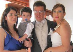 Dama de honor con su hijo el pajecito y novios. Wedding Dresses, Fashion, Bridesmaids, Boyfriends, Wedding, Bride Gowns, Wedding Gowns, Moda, La Mode